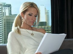 Blonde MILF Jessica Drake is a writer that would like