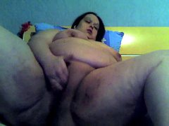 Huge fatty masturbates on her webcam