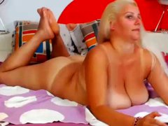 BEATIFUL CHUBBY BLONDE